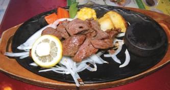 上州牛のステーキ。肉の量を選ぶこともできる